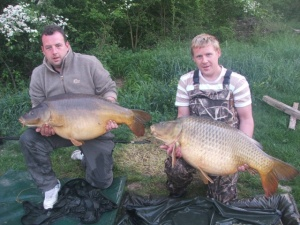 44.08 mirror and Ken Flanagan with 54lb 1oz common from Island lake
