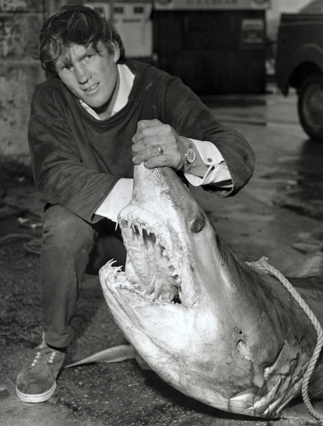 Robin Vinnicombe with Phil Taylors 370lb mako