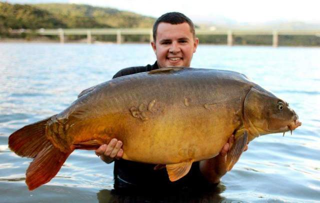 Tom with a 45lb mirror in front of the iconic bridge at Cassien